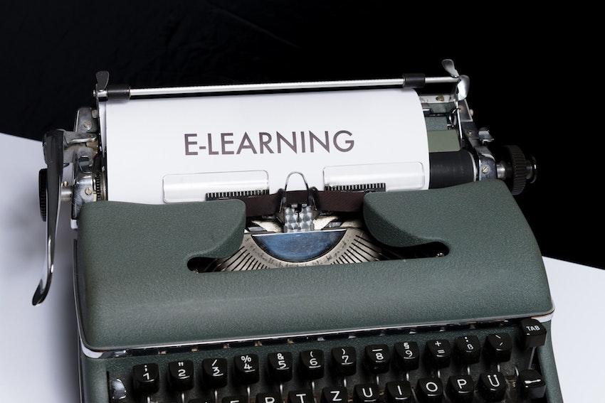 typewriter saying e-learning